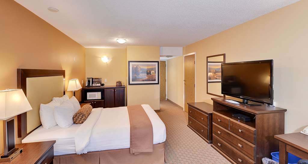 Best Western Plus Emerald Isle Hotel - One Queen Bed Guest Room with Hide-A-Bed Couch