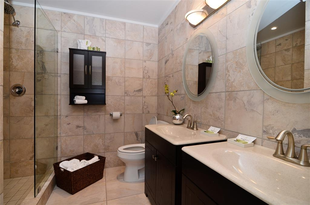 Best Western Plus Regency Inn & Conference Centre - Our hospitality suite also boasts two queen beds and an upgraded vanity.