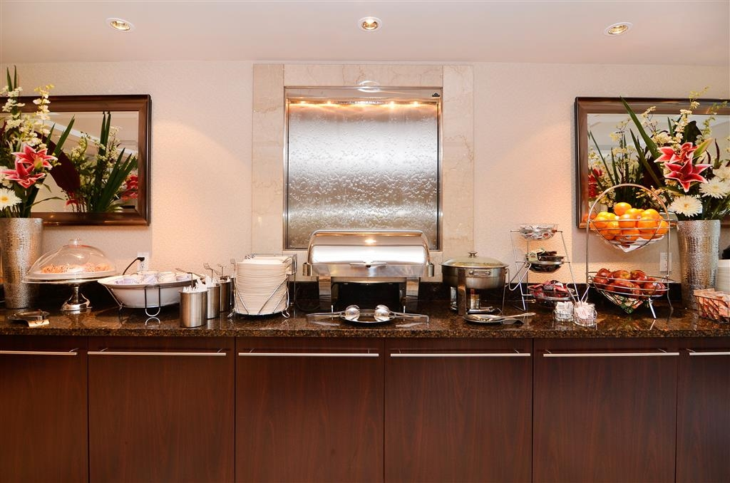 Best Western Plus Regency Inn & Conference Centre - A great start to any day, our hot complimentary breakfast changes daily and offers a variety of sweet and savory items.
