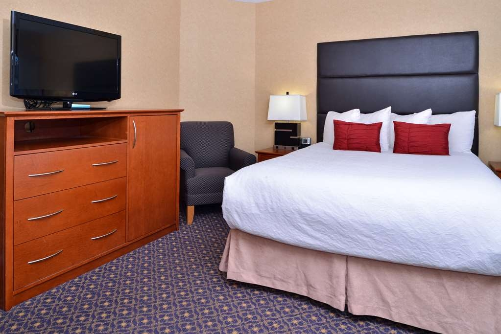 Best Western Plus Regency Inn & Conference Centre - Family Suite