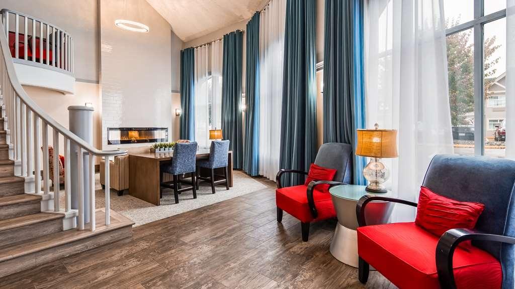 Best Western Plus Regency Inn & Conference Centre - Vista del vestíbulo