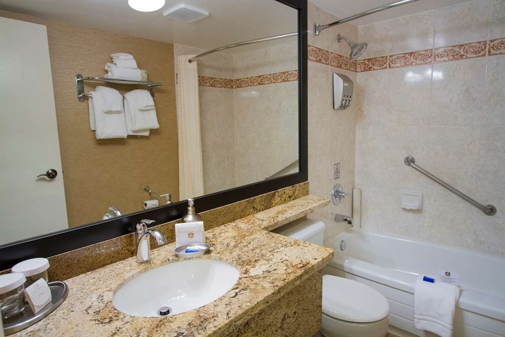 Best Western Plus Inner Harbour - Baño
