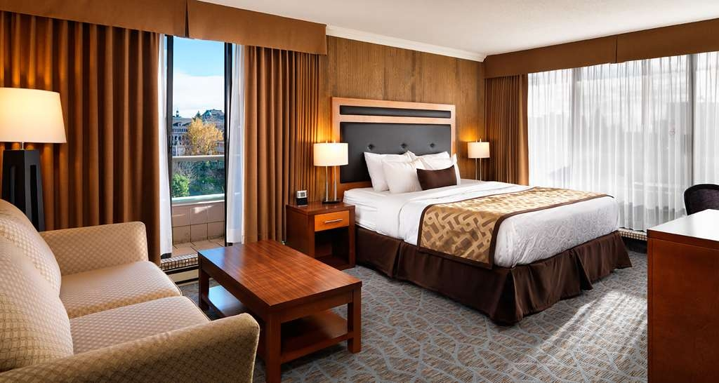 Best Western Plus Inner Harbour - Our beds are plush pillow top beds by Simmons®.