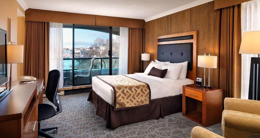 Best Western Plus Inner Harbour - Queen Bed Studio with Park & Partial Harbor View