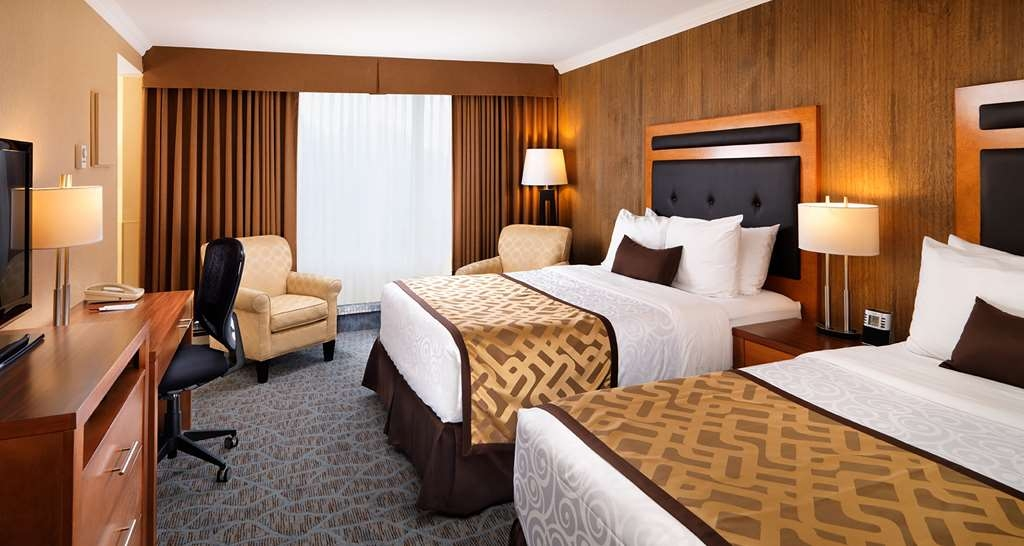 Best Western Plus Inner Harbour - Two Queen Guest Room, Residential side