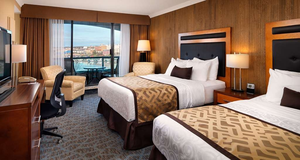 Best Western Plus Inner Harbour - Deluxe Guest Studio with Park & Partial Harbor View