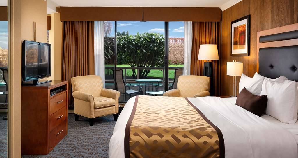 Best Western Plus Inner Harbour - The guest room with a king bed is on the lobby level and the private patio overlooks the hotel garden