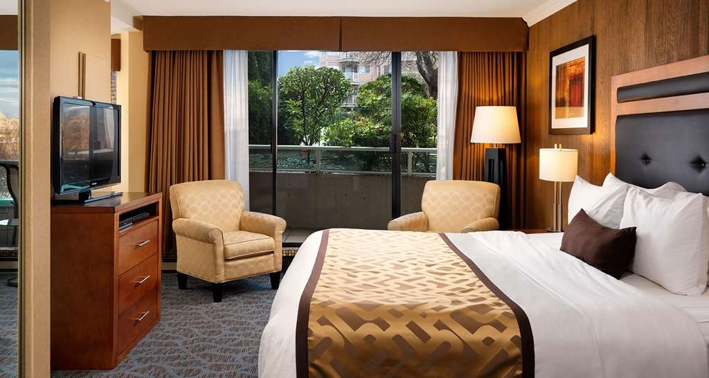Best Western Plus Inner Harbour - Guest Room with King bed is on the ground floor of the hotel, residential side