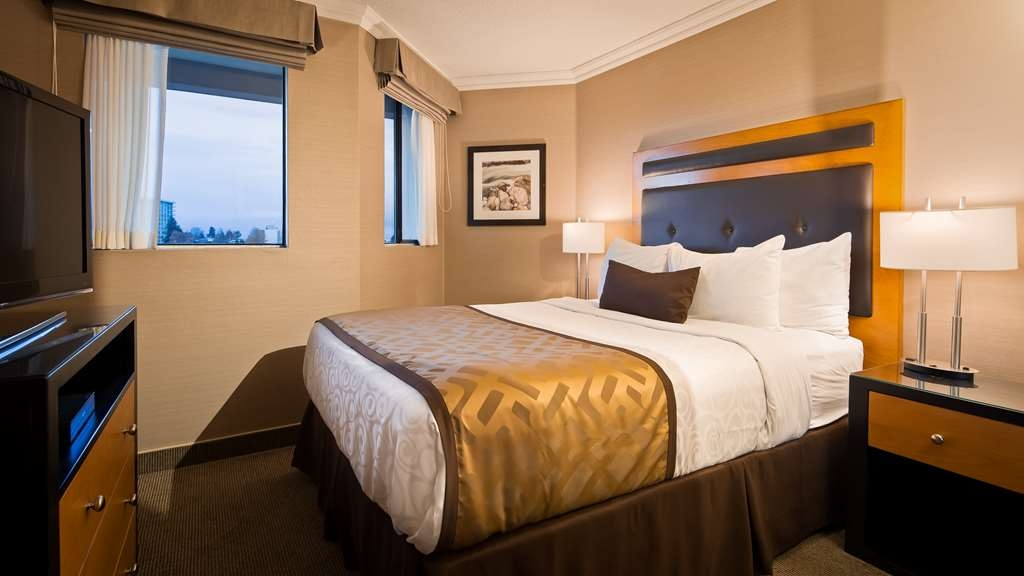 Best Western Plus Inner Harbour - Queen bed in the Premium One Bedroom Suite
