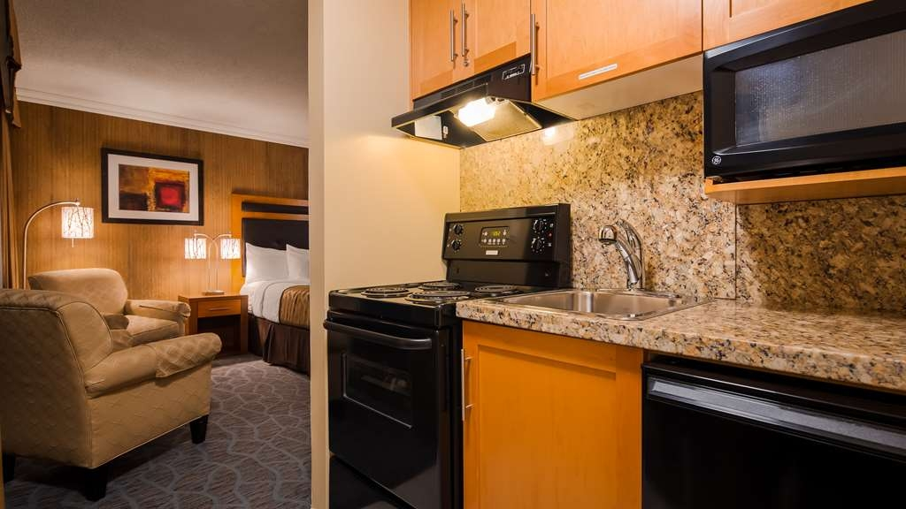 Best Western Plus Inner Harbour - Kitchen available in most rooms - Ideal for Extended Stays