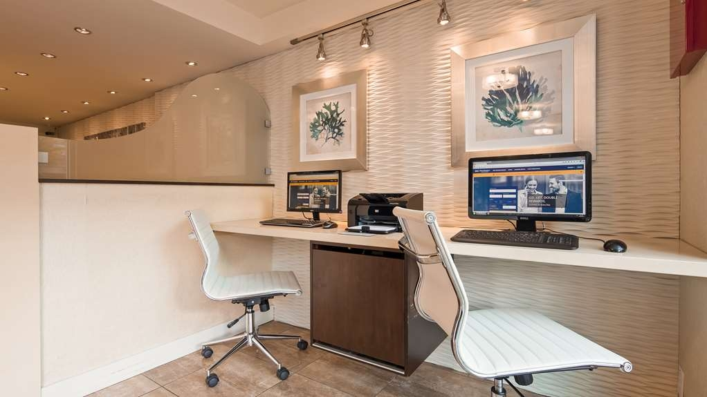 Best Western Plus Inner Harbour - Guests can enjoy the convenience of our complimentary computers with high-speed access & printers in the lobby available 24-hours