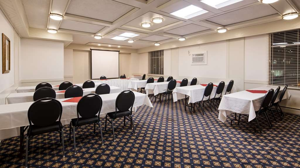 Best Western Dorchester Hotel - The Cambridge Room is 710 sq. ft. with maximum capacity of 30 guests.