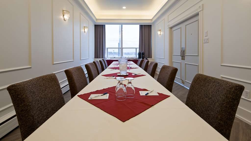 Best Western Dorchester Hotel - Windsor Meeting Room is 285.ft. with maximum capacity of 20 guests.
