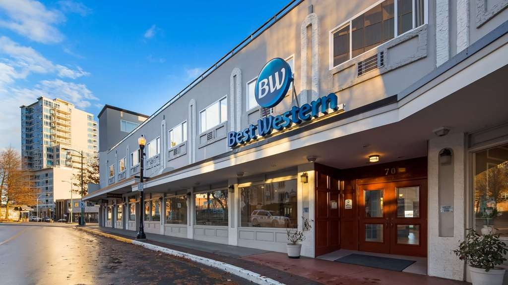 Best Western Dorchester Hotel - Our loading zone on Church Street is where you unload your luggage and receive your free parking pass. Drive around to the Front Street to park your car.