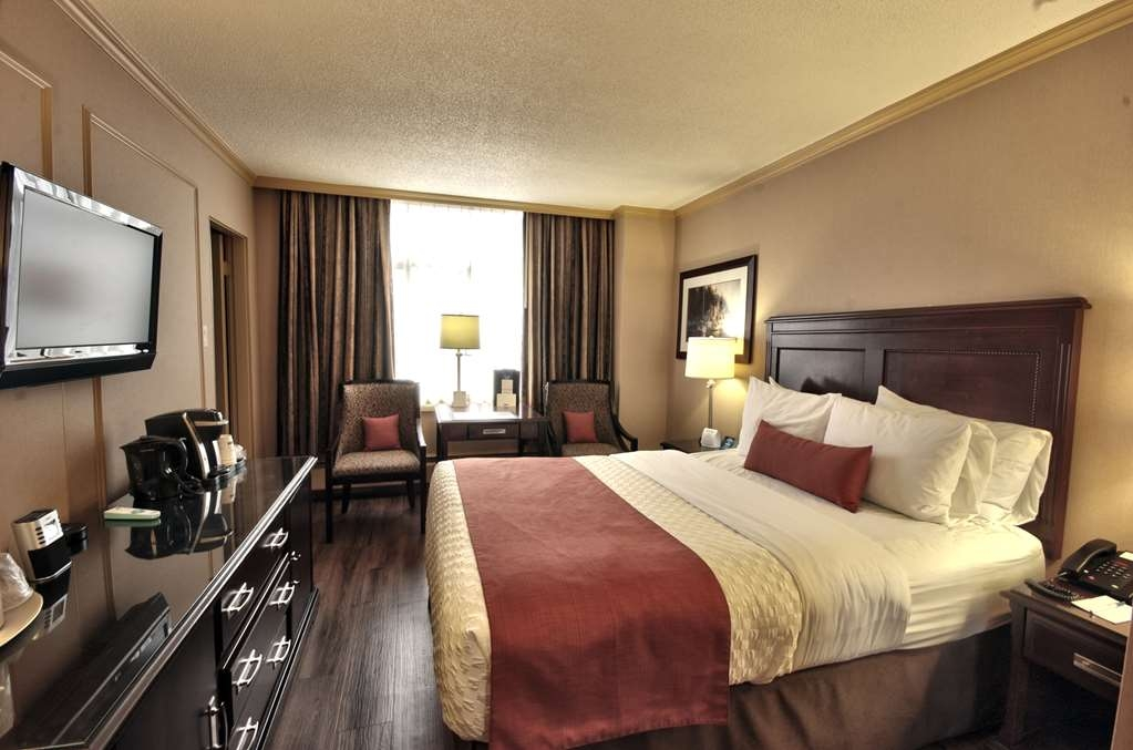 Best Western Dorchester Hotel - Standard Queen City View- Affordable compact size room, 1Queen bed, 1 Parson table with 2 chairs, Complimentary Coffee/Tea Maker, Flat Screen TV, Fridge, Iron/Iron Board