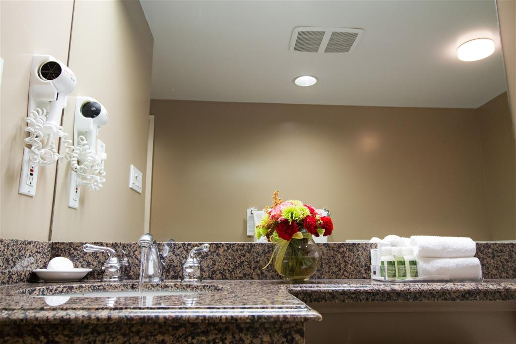 Best Western Plus Columbia River Hotel - baño suite ejecutiva