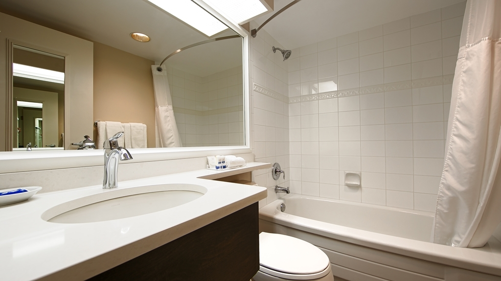 Best Western Plus Columbia River Hotel - Baño