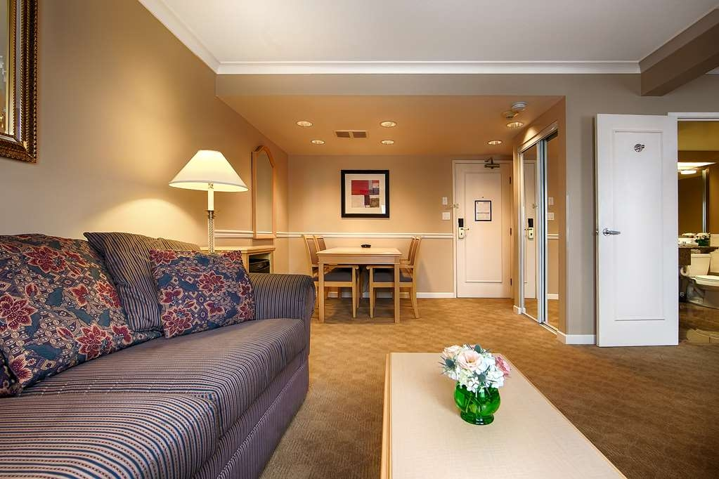Best Western Plus Columbia River Hotel - Deluxe Executive Suite