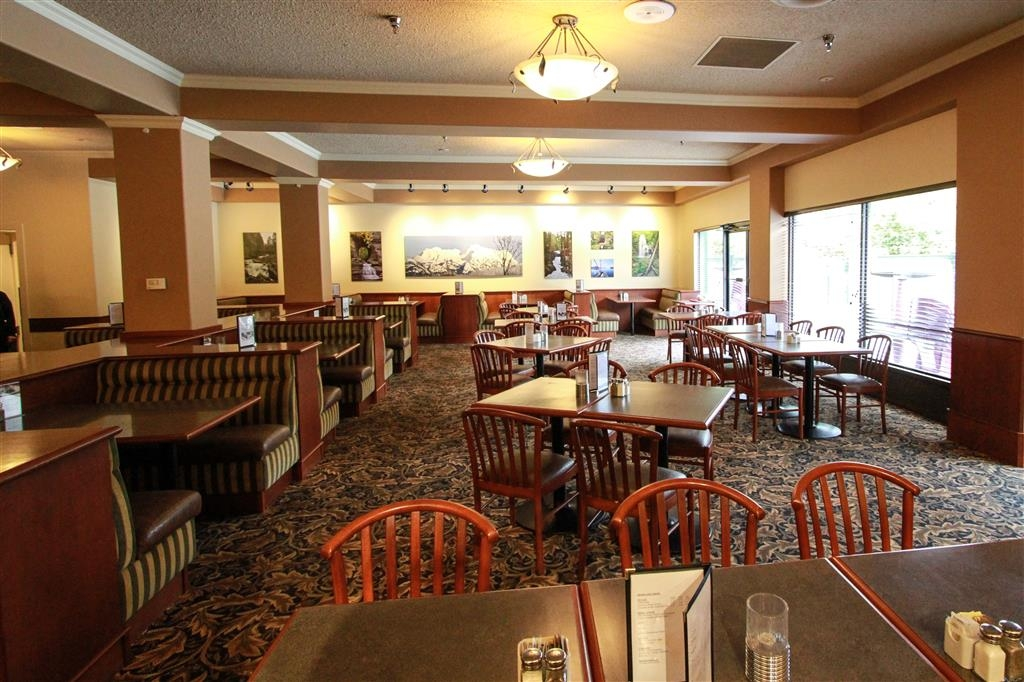 Best Western Plus Barclay Hotel - Stamp's Cafe is available for groups up to 30 people, reservations recommended.