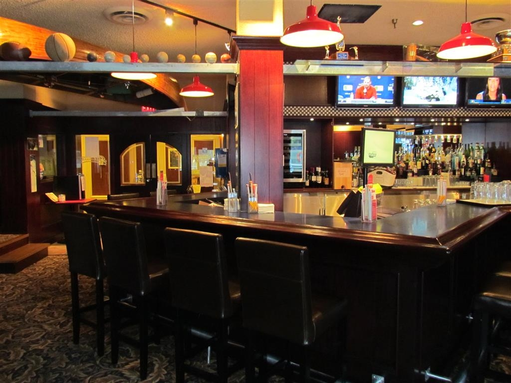 Best Western Plus Barclay Hotel - Pastimes Sports Bar and Grill is a perfect spot for watching the big game or a late night drink.