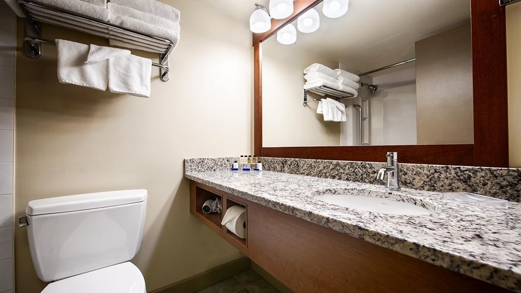 Best Western Plus Barclay Hotel - Guest Bathroom