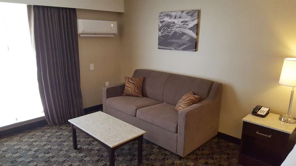 Best Western Northgate Inn - Main Room features Queen Size Bed and Double Sofa Bed.