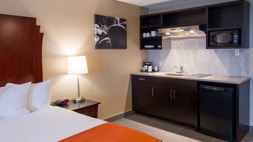 Best Western Northgate Inn - Kitchenette with a King Bed