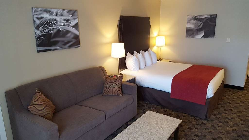 Best Western Northgate Inn - One Bedroom Suite. Main room features one Queen Bed and one Double Sofa Bed.