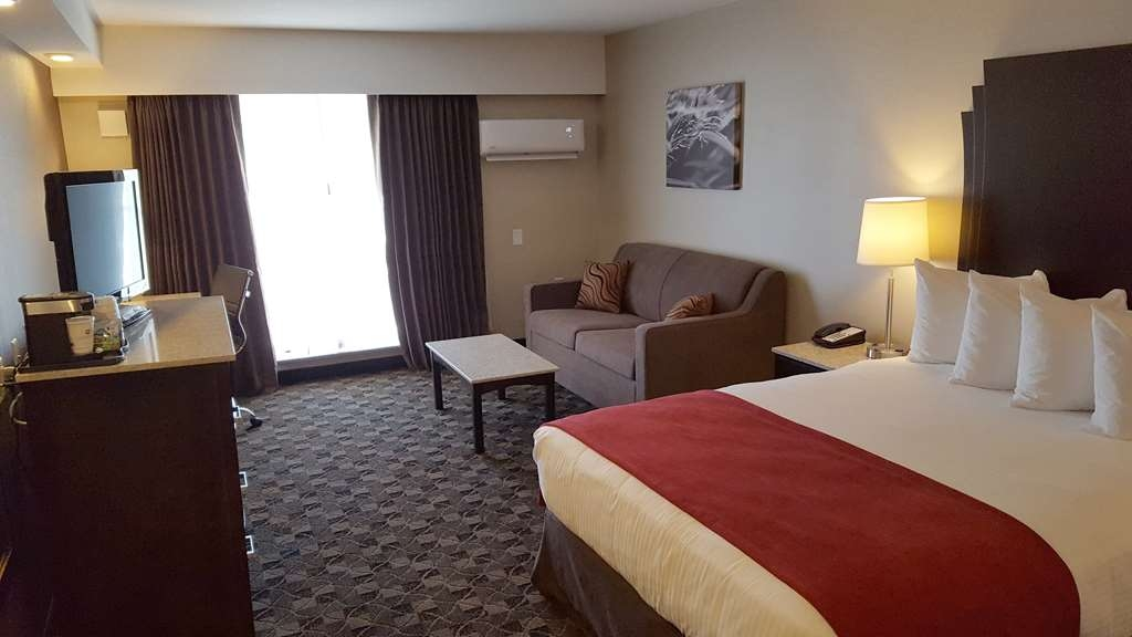 Best Western Northgate Inn - One Bedroom Jacuzzi Suite Features 2 Queen Beds and a double pull out sofa bed. Suite features one bathroom and two televisions.