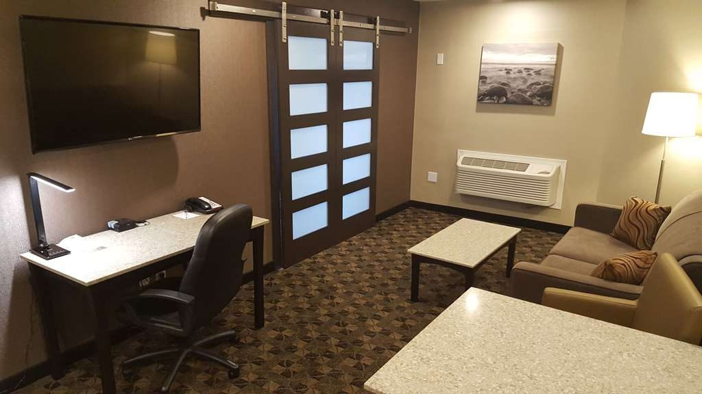 Best Western Northgate Inn - Executive Suite, King Kitchenette, Living Area