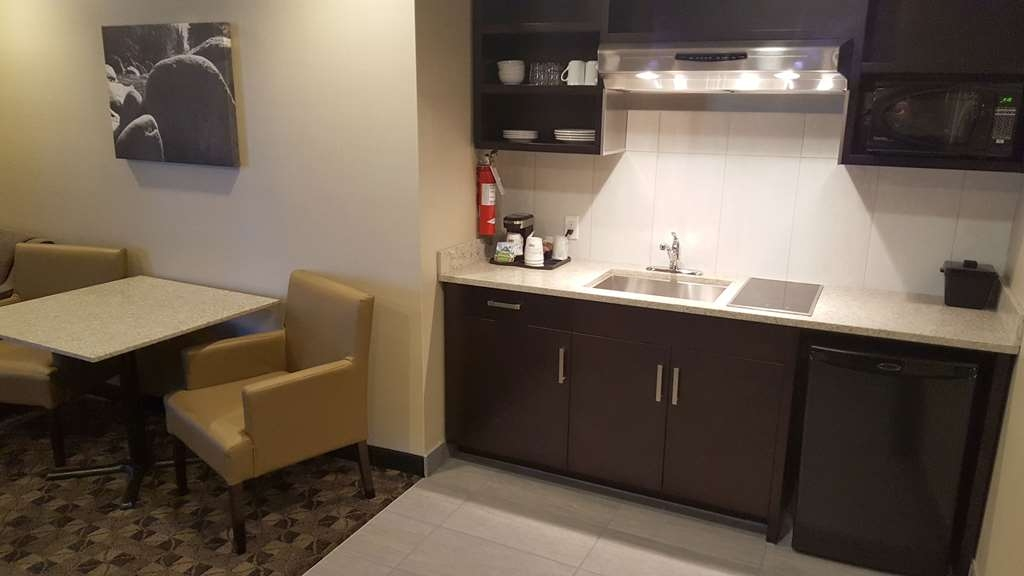 Best Western Northgate Inn - Executive Suite, King Kitchenette off Living Area