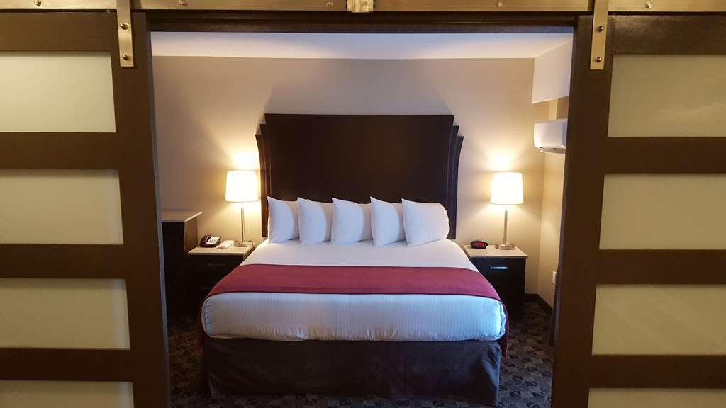 Best Western Northgate Inn - Executive Suite, King Kitchenette. View of bed from separate living area.