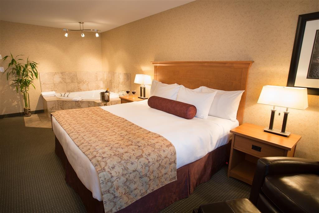 Best Western Sicamous Inn - Sink into our comfortable beds each night and wake up feeling completely refreshed.