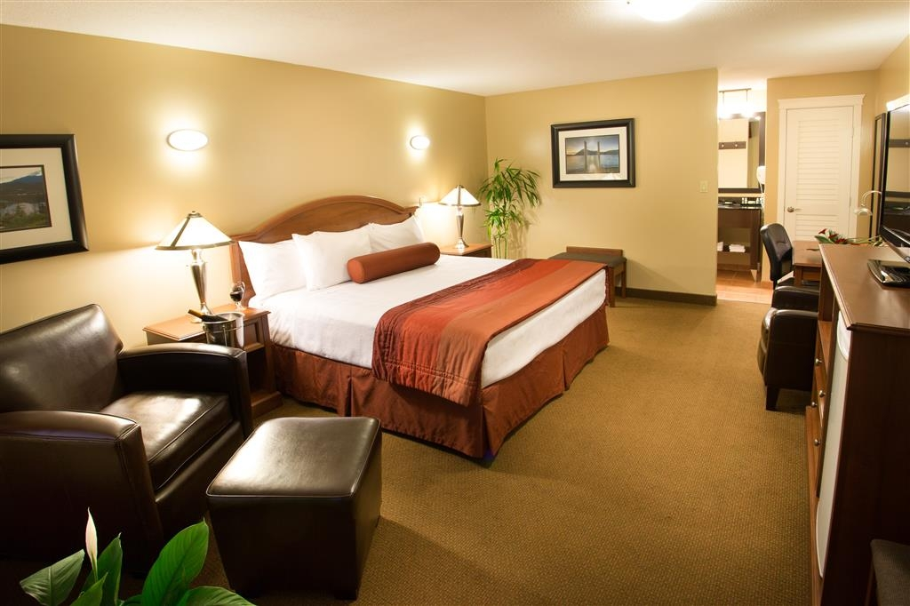 Best Western Sicamous Inn - 351 square foot Deluxe King Room is spacious beautifully decorated and features a large leather chair, desk, refrigerator and microwave.