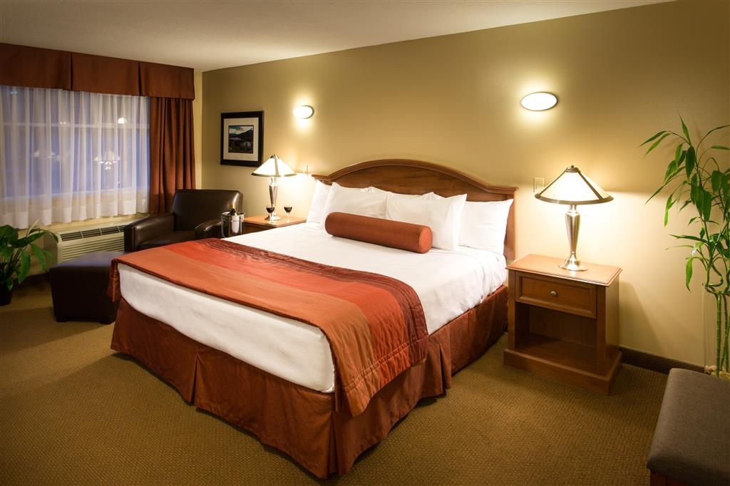 Best Western Sicamous Inn - Deluxe King Room has additional amenities such as bathrobes and leather lounge chair.