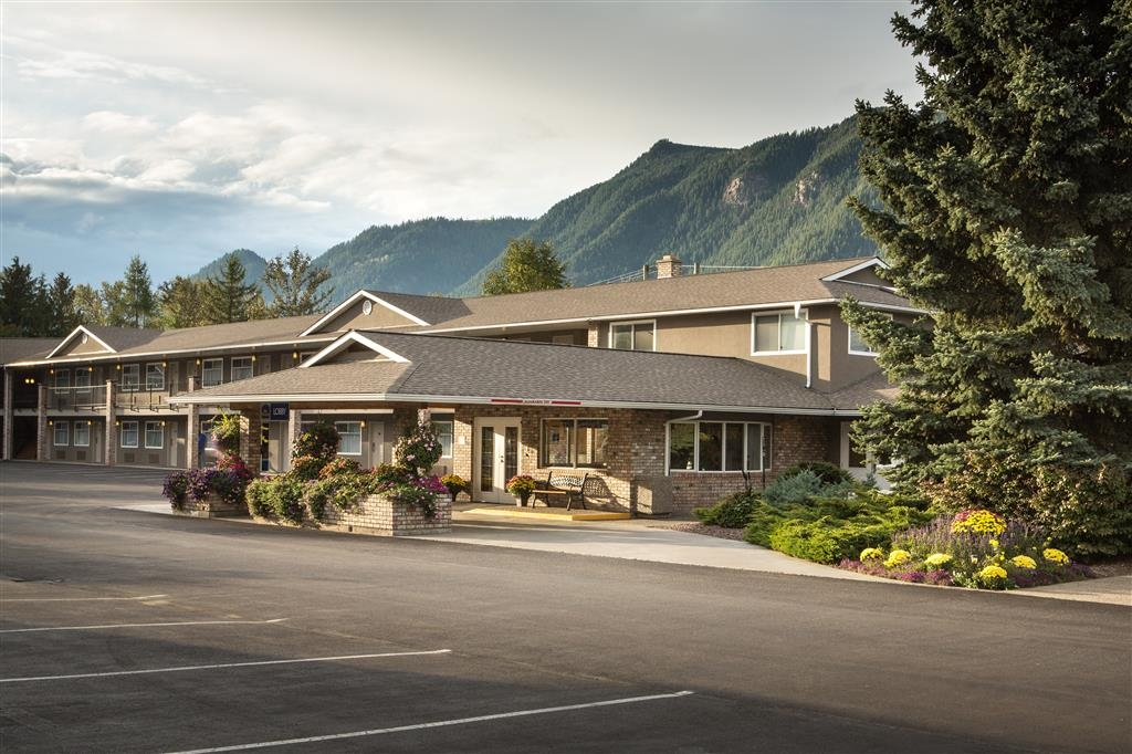 Best Western Sicamous Inn - Welcome to the Best Western Sicamous Inn where we hope you enjoy an unforgettable stay.