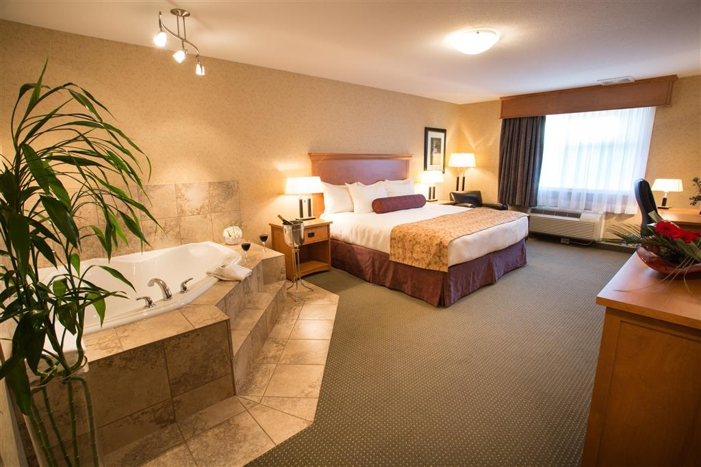 Best Western Sicamous Inn - The premier room is a 476 square foot room with king bed, plush bedding, romantic jetted air tub for two, fireplace and flat screen TV.
