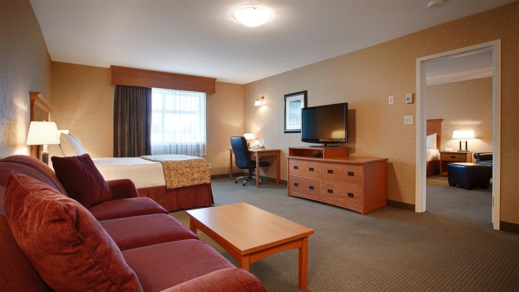 Best Western Sicamous Inn - Our largest suite, the Executive is perfect for a group or family.
