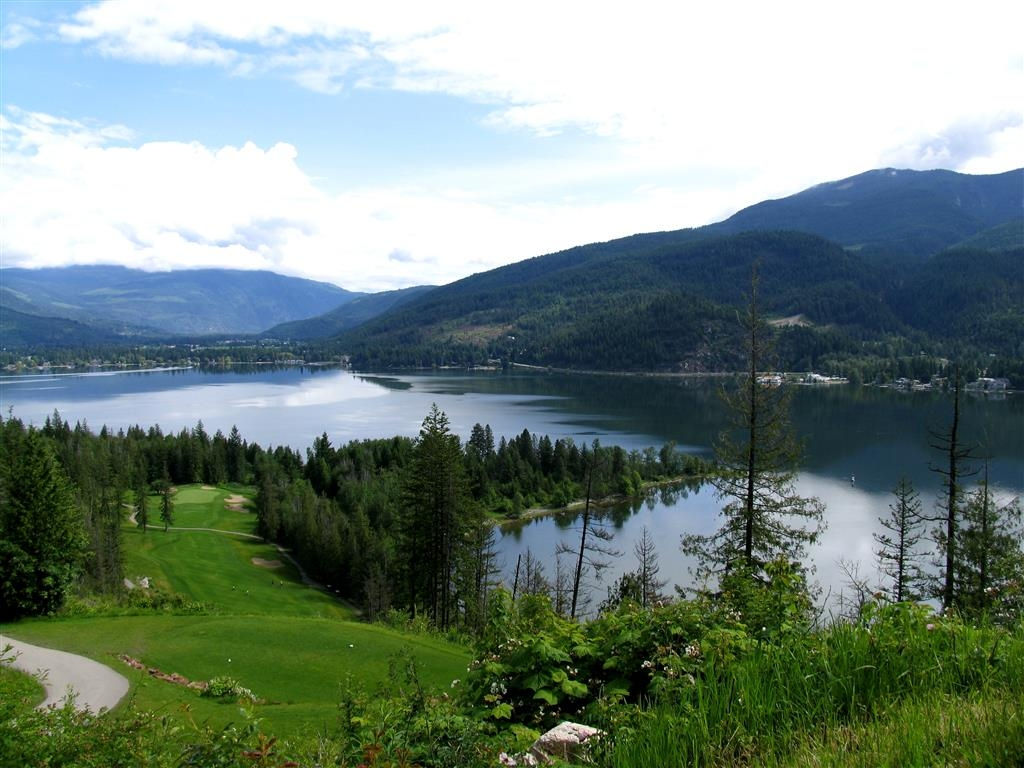 Best Western Sicamous Inn - Try our premier 18 hole Hyde Mountain Golf Course. Even if your game is off you will enjoy the magnificent views! We have golf packages to this great course.