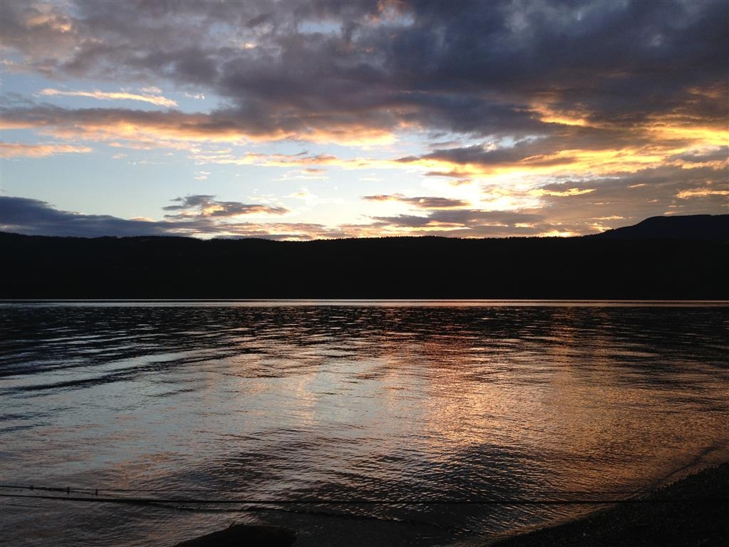 Best Western Sicamous Inn - Beautiful sunsets are the perfect way to end a perfect day in the Shuswap.