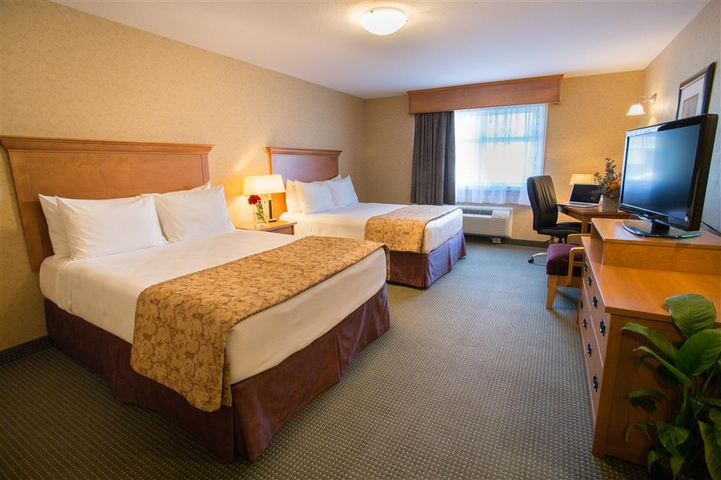 Best Western Sicamous Inn - Our Deluxe Standard Rooms are a spacious 375 square foot rooms featuring two queen beds, a desk refrigerator and microwave.