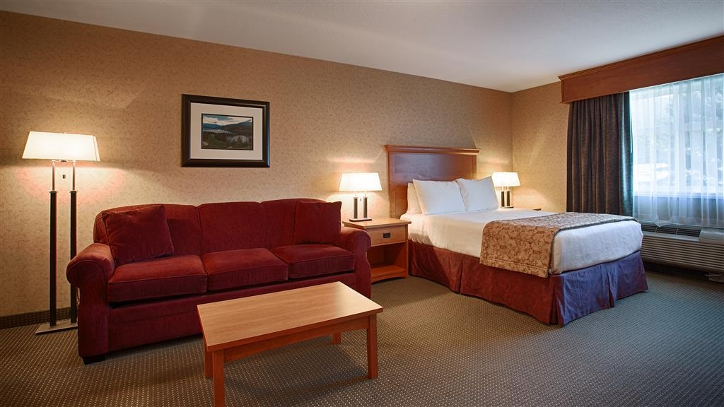 Best Western Sicamous Inn - Executive Suite sitting area which can be made into an additional queen bed.