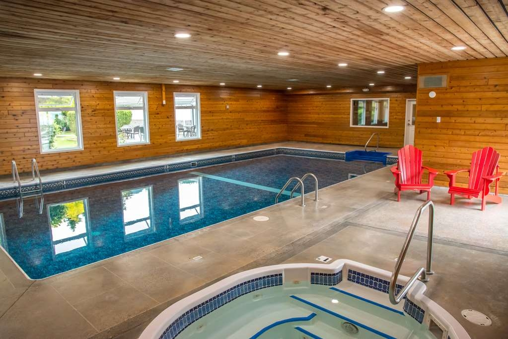 Best Western Sicamous Inn - Our Pool and Indoor hot tub are popular with families and travellers alike.