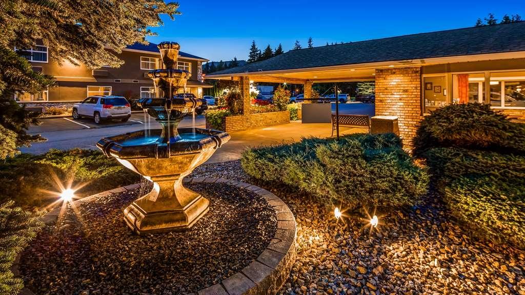 Best Western Sicamous Inn - Hotel Exterior