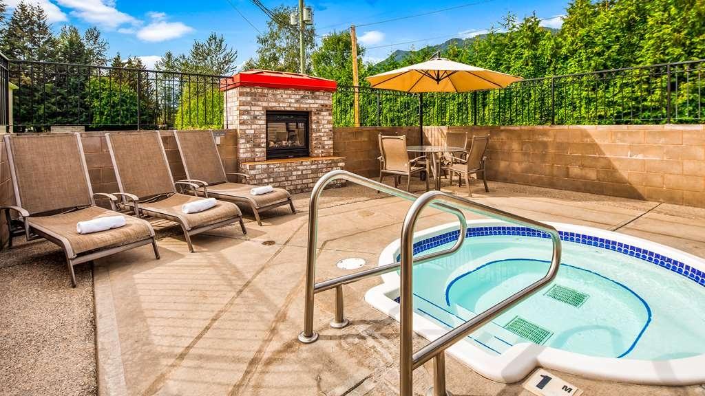 Best Western Sicamous Inn - Outdoor Hot Tub