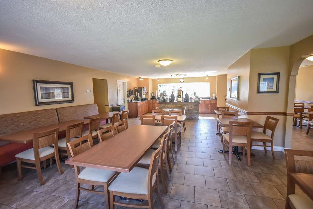 Best Western Sicamous Inn - Full hot breakfast including eggs and meat are just a few of the selections you can make to start your morning off right!