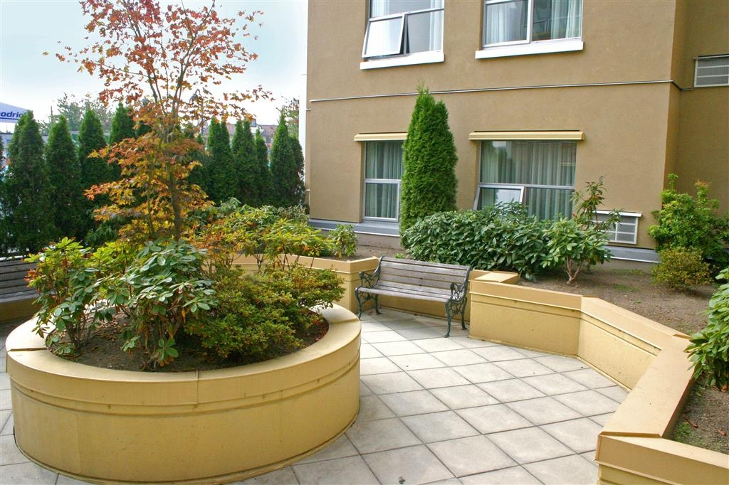 Best Western Plus Uptown Hotel - Patio