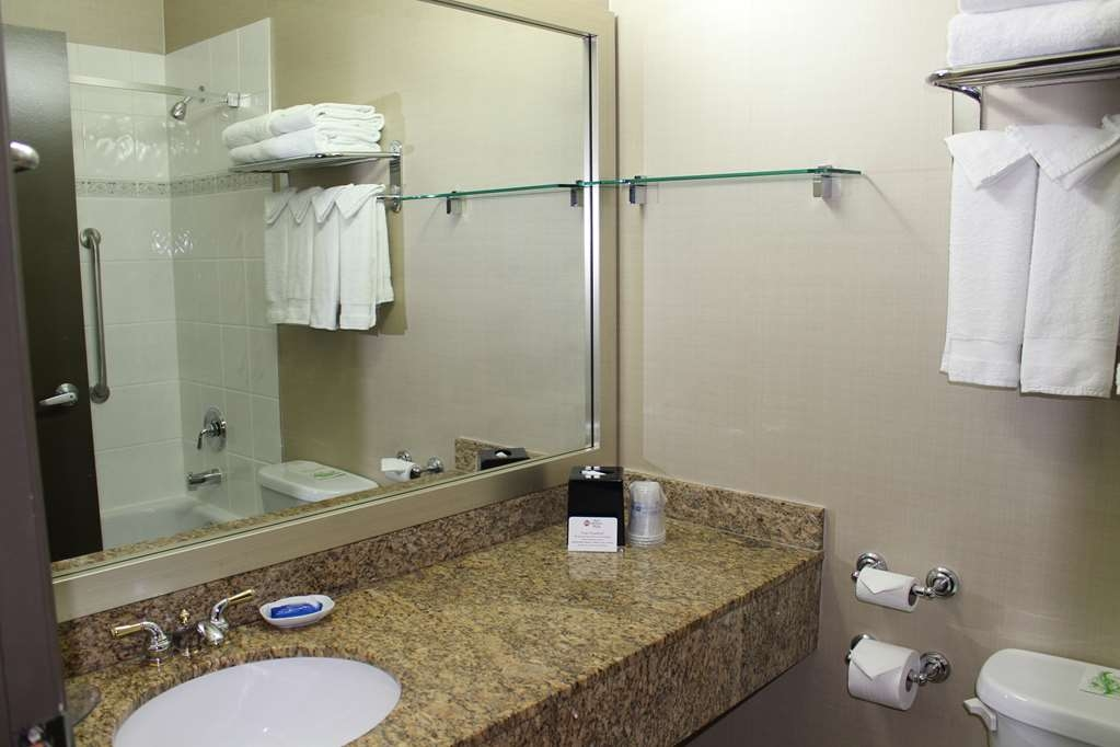 Best Western Plus Uptown Hotel - Enjoy getting ready for the day in our fully equipped guest bathroom.