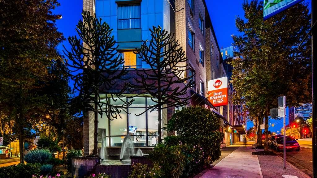 Best Western Plus Uptown Hotel - Vista Exterior