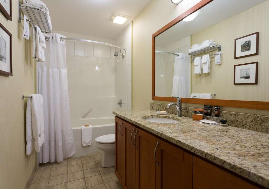 Best Western Plus Chemainus Inn - Guest Bathroom
